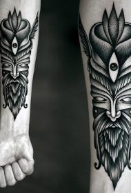 手臂部落风格的黑色人脸图腾纹身图案
