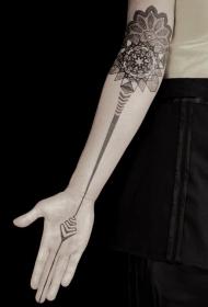 手臂黑白梵花与神秘的装饰纹身图案