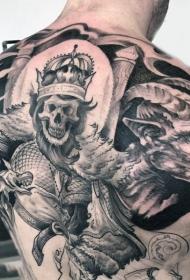 背部令人毛骨悚然黑灰骷髅王与恶魔纹身图案