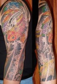 手臂亚洲风格彩色锦鲤鱼纹身图案