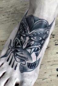 脚背黑色点刺锤头鲨与恶魔般若纹身图案