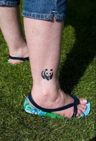中国风大熊猫小腿纹身图案