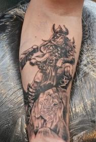 手臂old school黑灰维京战士和大锤纹身图案