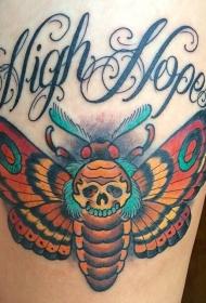 大腿彩色大蝴蝶骷髅和花体字母纹身图案