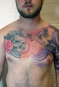 彩色骷髅与花朵飞行鹰胸部纹身图案