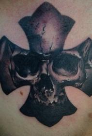 胸部十字架骷髅纹身图案