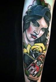 手臂新的学校风格彩色滑板与女人纹身图案
