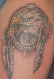 印度护身符鹰羽毛纹身图案