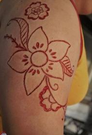 肩部割血皮肤划痕的花卉纹身图案