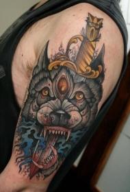 大臂匕首刺穿狼头部纹身图案