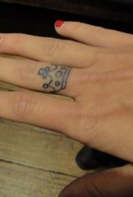手指上的小皇冠纹身图案