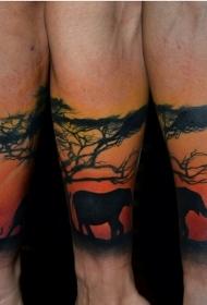 手臂尼斯彩色沙漠树与大象纹身图案
