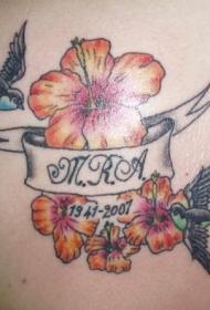 背部彩色芙蓉花与燕子纹身图案