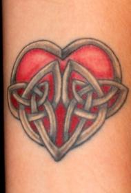 手臂彩色红心与连结纹身图案