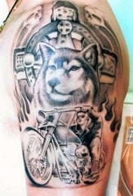 大臂狼头摩托车和火焰纹身图案