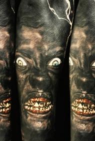 花臂现实主义风格的彩色怪物纹身图案