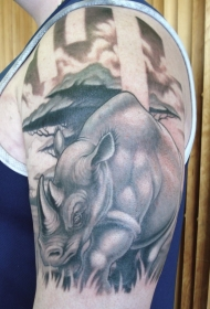 肩部黑灰奇妙的犀牛纹身图案