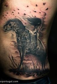 腰侧令人毛骨悚然的骷髅马与女人纹身