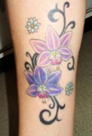 腿部彩色兰花和部落花纹纹身图片