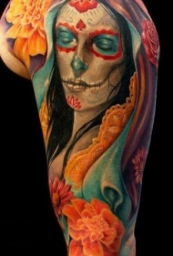 肩部彩色死亡女神花朵纹身图案