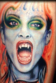 腿部彩色逼真的吸血鬼女人纹身