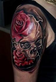 肩部逼真彩色骷髅与玫瑰花纹身图案