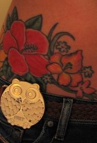 女性腰部彩色花朵纹身图片