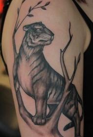 肩部简单设计的大老虎与树纹身图案
