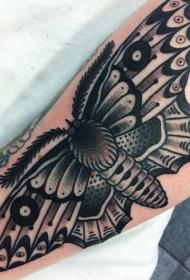 手腕上的大蛾纹身