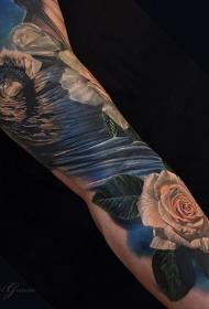 手臂彩色海浪与玫瑰纹身图案