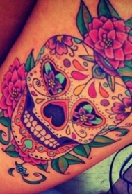 腿部鲜艳色彩骷髅与玫瑰纹身图案