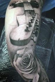腿部黑灰墨水3D吉他与花纹身图案