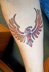 手前臂上帅气的黄色鹰部落图腾纹身图片
