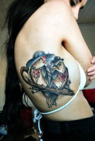 女生侧肋时尚经典的小鸟纹身图案