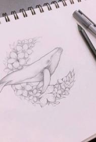 黑灰素描文艺花圈可爱海豚动物纹身手稿图片