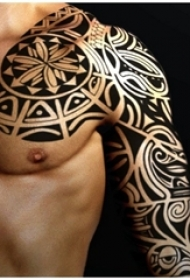 半甲纹身男生手臂上图腾半甲纹身图片