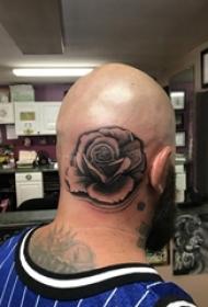 玫瑰花纹身男生头部玫瑰花纹身图片
