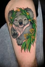 男生大腿上彩绘水彩素描可爱树懒动物纹身图片图片