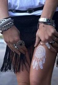 多款女生十分喜爱的白色隐形文艺小清新纹身图案