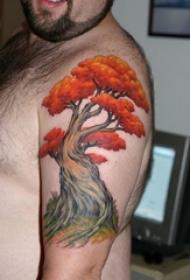 男生手臂上彩绘水彩素描创意文艺树纹身图片