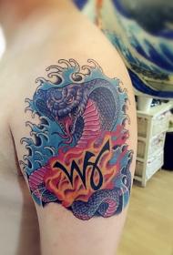手臂狰狞的眼睛王蛇纹身图案