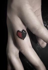 手指可爱的心形纹身图案