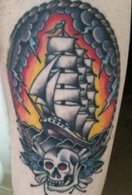 纹身小帆船 男生大腿上彩绘纹身小帆船图片