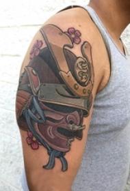 武士樱花纹身 男生大臂上樱花和武士纹身图片