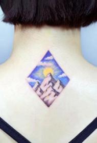 后颈部纹身 女生后颈上菱形和山脉纹身图片