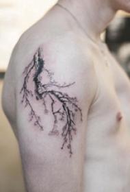 纹身树枝 男生手臂上树枝纹身图片