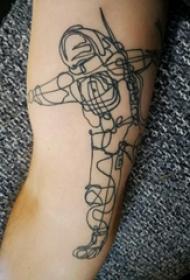 极简线条纹身 男生手臂上黑色的宇航员纹身图片