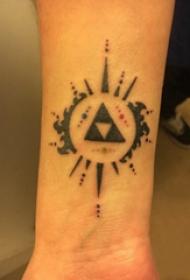 几何元素纹身 男生手臂上三角形和圆形纹身图片