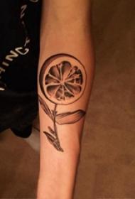 植物纹身 男生手臂上神奇的植物纹身图片