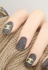 时尚百搭简单的夏季新款指甲美甲图片
